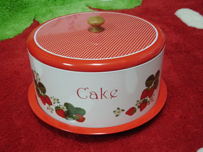 Photo of a red cake container