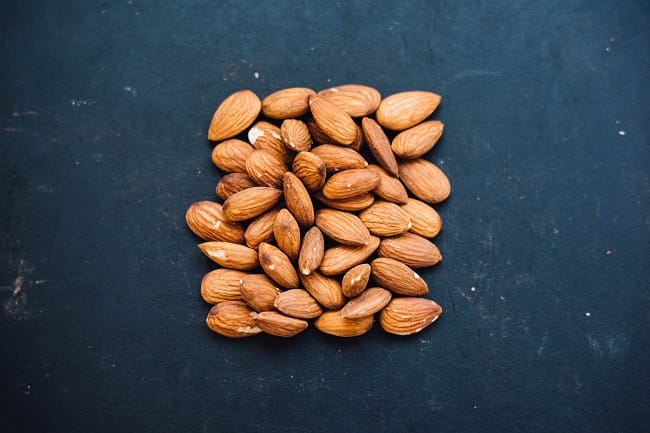 can dogs eat almonds